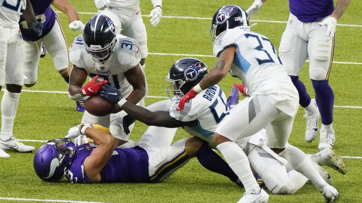 Tennessee Titans free safety Kevin Byard (31), inside linebacker Jayon Brown (55) and safety...