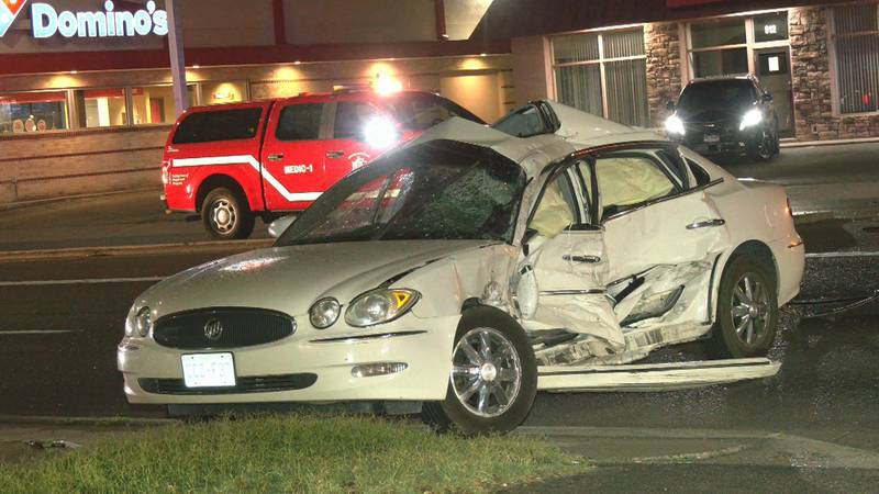 Two people injured in crash on North Ave. and Cannell Ave.